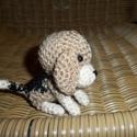 Beagle kiskutya - vendeg254009 részére lefoglalva, Játék, Baba-és bábkészítés, Horgolás, A horgolással készült szeretnivaló kis figura várja új gazdáját.  Magassága: kb. 9 cm.   A postaköl..., Meska