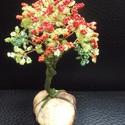 Gyöngyfa zöldben, pirosban, Dekoráció, Otthon, lakberendezés, Dísz, Kaspó, virágtartó, váza, korsó, cserép, Gyöngyfűzés, Kővel együtt 12 cm magas kis fácska, engem rózsabokorra emlékeztet...:-), Meska
