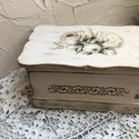 Rózsás vintage ékszertartó, Ékszer, óra, Esküvő, Dekoráció, Ünnepi dekoráció, Famegmunkálás, Decoupage, szalvétatechnika, Ezt a dobozkát Rózsás vintage mintába öltöztettem:)  Teteje felnyitható . Eredetileg élszertartókén..., Meska
