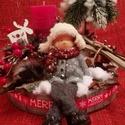 Síléces karácsonyi asztalidísz, Dekoráció, Karácsonyi, adventi apróságok, Ünnepi dekoráció, Karácsonyi dekoráció, Dísz, Virágkötés, Mindenmás, 25 cm átmérőjű, 20 cm magasságú. Fa tálkára készítettem egy téli pillanatképet. Kis fenyőfe alatt ü..., Meska
