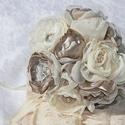 """""""Szeráj"""" ekrü-kapucsínó csipkés menyasszonyi csokor, Esküvő, Esküvői csokor, Horgolás, Virágkötés, Menyasszonyi csokor, szatén, organza és csipke anyagokból kézzel készült virágokból, minden egyes s..., Meska"""