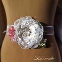 """""""Luna"""" törtfehér-rózsaszín brossos virágos menyasszonyi-alkalmi ruha dísz, öv, kitűző , Esküvő, Hajdísz, ruhadísz, Varrás, Virágkötés,    Törtfehér szatént és tejorganzát használtam fel a nagy rózsa elkészítéséhez, melynek a szirmait ..., Meska"""