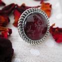 Vörös rózsa szirmos gyűrű, Ékszer, óra, Gyűrű, Ékszerkészítés, Valódi vörös préselt, szárított rózsaszirmot (Rosa sp.) tartalmazó üveg lencsés gyűrű.  Anyaga: fém..., Meska