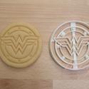 Wonder Woman logo sütemény kiszúró forma, Konyhafelszerelés, Baba-mama-gyerek, Fotó, grafika, rajz, illusztráció, Mindenmás, Wonder Woman logoját formázó sütemény kiszúró / szaggató forma.  Kb. 9 cm átmérőjű.  Az ár 1 darab ..., Meska