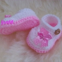 Horgolt cipőcske, Baba-mama-gyerek, Ruha, divat, cipő, Cipő, papucs, Gyerekruha, Horgolás, Rózsaszín, fehér színekből horgolt cipőcske, rózsaszín pöttyös masnival. 10 cm-s talpméretben készü..., Meska