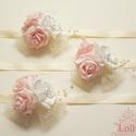 Rózsaszín - ekrü csuklódísz, Esküvő, Esküvői ékszer, Hajdísz, ruhadísz, Rózsaszín és bézs gyöngyös rózsákkal, valamint dekorhálóval díszített romantikus csuklódíszek  Az ár..., Meska