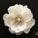 Egyedi ékköves ekrü rózsa  menyasszonyi fejdísz, Esküvő, Hajdísz, ruhadísz, Egyedi hatalmas ekrü rózsás menyasszonyi fejdísz Selyemszirmokból, és különleges ékköves és ekrü bib..., Meska