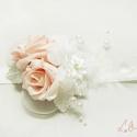 Rózsaszín - fehér csuklódísz, Esküvő, Esküvői ékszer, Hajdísz, ruhadísz, Rózsaszín és fehér gyöngyös rózsákkal, díszített romantikus csuklódíszek  Az ár 1db termékre vonatko..., Meska