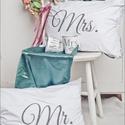 Mr.és Mrs. Párnahuzat, Esküvő, Otthon, lakberendezés, Lakástextil, Ágynemű, Mindenmás, 2db Fehér 100% pamut párnahuzat 40x50cm-es méretben. Transzfertechnikával készült a minta ezután te..., Meska