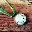 Nyaklánc virágmintás üveglencse medállal, zöld zsinórral, Ékszer, óra, Nyaklánc, , Meska