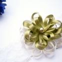 Zöld virágos baba hajpánt, Baba-mama-gyerek, Baba-mama kellék, Varrás, Olajzöld és ekrü színű szatén szalagból készítettem egy kis virágocskát. Ezt rávarrtam egy fehér el..., Meska