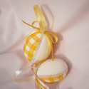 Textil húsvéti tojás - sárga kockás, Dekoráció, Húsvéti apróságok, Ünnepi dekoráció, Foltberakás, Hungarocell tojás formát vontam be textillel. Az illesztéseket mintás zsinórral díszítettem. A tojá..., Meska
