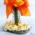 Ünnepi asztali dísz, Dekoráció, Otthon, lakberendezés, Dísz, Fonás (csuhé, gyékény, stb.), Virágkötés, Az asztaldísz alapja saját kézzel, kenderzsinórból készült kis talp. Polifoam rózsából és kálából k..., Meska
