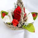"""""""RÓZSACSOKOR"""" madzagkosár, Dekoráció, Otthon, lakberendezés, Dísz, Fonás (csuhé, gyékény, stb.), Virágkötés, A kis asztaldísz alapja saját kézzel, kenderzsinórból készült kis kosárka (""""madzagkosár"""").Rózsacsok..., Meska"""