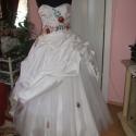 Kalocsai himzett menyasszonyi ruha, , Esküvő, Ruha, divat, cipő, Esküvői ruha, Menyasszonyi ruha, Hímzés, Varrás, Nagyon szép, egyedi, elegáns tüllös, kalocsai himzéssel készített menyasszonyi ruha. A ruha hátán f..., Meska