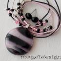 Púderes rózsaszín üvegékszer szett 1, Ékszer, óra, Nyaklánc, Fülbevaló, Ékszerszett, Ékszerkészítés, Üvegművészet, Rózsaszín-fekete-fehér-szürke mintás üveg felhasználásával készült a medál és a fülbevaló, olvasztás..., Meska