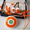Narancsliget üvegékszer nyaklánc, kapcsos fülbevalóval, Ékszer, óra, Fülbevaló, Nyaklánc, Ékszerszett, Ékszerkészítés, Üvegművészet, Fehér muránói üveg és színes millefiori virágok felhasználásával készült a medál és a kapcsos fülbe..., Meska