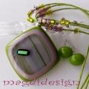 Zöld-rózsaszín csíkos üvegékszer szett nyaklánc, fülbevaló, Ékszer, óra, Nyaklánc, Fülbevaló, Ékszerszett, Ékszerkészítés, Üvegművészet, Zöld, zöld csíkos, rózsaszín és zöld dichroic üvegek felhasználásával készült a medál és a fülbeval..., Meska