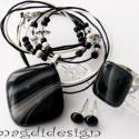 Fátyolos fekete üvegékszer szett, nyaklánc, gyűrű, fülbevaló, Ékszer, óra, Nyaklánc, Ékszerszett, Gyűrű, Ékszerkészítés, Üvegművészet, Fekete mintás üveg felhasználásával készült a medál, a gyűrű és a fülbevaló, olvasztásos technikáva..., Meska