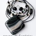 Fátyolos fekete üvegékszer szett, nyaklánc, fülbevaló, Ékszer, óra, Nyaklánc, Ékszerszett, Fülbevaló, Ékszerkészítés, Üvegművészet, Fekete mintás üveg felhasználásával készült a medál és a fülbevaló, olvasztásos technikával. A medá..., Meska