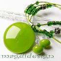 Zöld bogyók üvegékszer szett, nyaklánc, fülbevaló, Ékszer, óra, Fülbevaló, Nyaklánc, Ékszerszett, Ékszerkészítés, Üvegművészet, Fű zöld üveg felhasználásával készült a medál és a fülbevaló olvasztásos technikával. A medál átmér..., Meska