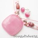 Rózsaszín kocka, márványos gyöngyökkel üvegékszer szett, nyaklánc fülbevaló, Ékszer, óra, Nyaklánc, Fülbevaló, Ékszerszett, Ékszerkészítés, Üvegművészet, Rózsaszín fátyolos üveg felhasználásával készült a medál és a fülbevaló, olvasztásos technikával. A..., Meska