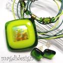 Aranyló zöldkocka üvegékszer szett, nyaklánc, fülbevaló, Ékszer, óra, Nyaklánc, Fülbevaló, Ékszerszett, Ékszerkészítés, Üvegművészet, Csillogó mintás dichroic, világos zöld, sötét zöld üvegek felhasználásával készült ez az elegáns me..., Meska