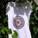 Mandala póló, S/M, Ruha, divat, cipő, Női ruha, Felsőrész, póló, Festett tárgyak, Egyedi,kézzel festett mandala póló, a koronacsakra színeivel: lila és rózsaszín,arany és ezüst csil..., Meska