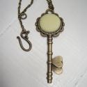 Textilgombból készült ékszer szett sárga, kulcs medálos, Ékszer, óra, Ékszerszett, Gyűrű, Nyaklánc, Ékszerkészítés, Egyszerű, elegáns viselet. A nyaklánc kb. 60 cm hosszú, antikolt bronzszínű lánc, szép díszes S kap..., Meska