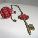 Textilgombból készült ékszer szett piros apró fehér mintás, kulcs medálos, Ékszer, óra, Ékszerszett, Gyűrű, Nyaklánc, Ékszerkészítés, Egyszerű, elegáns viselet. A nyaklánc kb. 60 cm hosszú, antikolt bronzszínű lánc, szép díszes S kap..., Meska