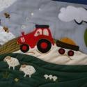 erdő, mező, állatkák traktorral - falvédő,falikép, Baba-mama-gyerek, Gyerekszoba, Falvédő, takaró, Varrás, Patchwork, foltvarrás, Erdő-mező-állatkák traktorral... Filc applikációval, kézi  hímzéssel-varrással készült a  gazdag dí..., Meska