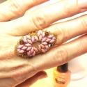 Rózsaszín gyöngy gyűrű, Ékszer, óra, Gyűrű, Gyöngyfűzés, Rózsaszín rombusz formájú gyöngygyűrű. Fiatalos rózsaszín gyűrű. Igazán nemes és elegáns kiegészítő..., Meska