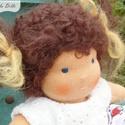 Lili 20 cm-es lány baba / waldorf stílus / gyermek játék / természetes, gyapjú, pamut, Játék, Baba, babaház, Varrás, Lili egy 20 centis lány waldorf ihletésű baba.   Örök játék, teste pamutból készül és gyapjúval van..., Meska