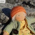 Anna 20 cm-es lány baba / waldorf stílus / gyermek játék / természetes, gyapjú, pamut, Játék, Baba, babaház, Varrás, Anna egy 20 centis lány waldorf ihletésű baba.   Örök játék, teste pamutból készül és gyapjúval van..., Meska