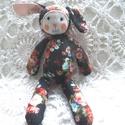 Rózsi, Baba-mama-gyerek, Játék, Plüssállat, rongyjáték, Játékfigura, Baba-és bábkészítés, Virágkötés, 30cm-es(+7cm a fülecskéi) pihe-puha,ölegetnivaló nyuszika. Tökéletes alvótárs. Testét antiallergén ..., Meska