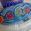 Hímzett franciacsat: tenger virágai 2, Ruha, divat, cipő, Hajbavaló, Hajcsat, Hímzés, Varrás, Hímzett franciacsat: színes virágok örvénylő, kék háttérrel.  A csat 10*4cm. 8 vagy 10cm-es francia..., Meska