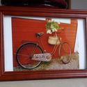 Saját fotó barna fakeretben: Bicikli Stockholmban Bordó Ház előtt, Dekoráció, Képzőművészet, Kép, Fotográfia, Fotó, grafika, rajz, illusztráció, Stockholmban készítettem a fényképet. jellegzetesek ott a bordó faházak, és a külvárosokban sokat h..., Meska