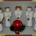 Nemez angyal, Dekoráció, Karácsonyi, adventi apróságok, Karácsonyi dekoráció, Dísz, Baba-és bábkészítés, Varrás, Fehér nemezből készültek a 18 cm-es nemez angyalkák. A fejük hungarocell golyó, mindegyikük kezében..., Meska