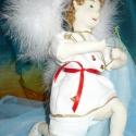 Cupidó, Dekoráció, Esküvő, Nászajándék, Esküvői dekoráció, Baba-és bábkészítés, Varrás, A kis Cupido figura 35 cm. Drót vázra épül, mozgatható. Piros-arany szív alakú díszdobozban. Fehér ..., Meska