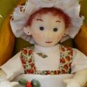 Szamóca baba, Játék, Képzőművészet , Játékfigura, Textil, Baba-és bábkészítés, Varrás, Szamóca egyedi készítésű 30 cm, vörös hajú kislány baba. A ruhácskája és a kalapja szamóca mintás. ..., Meska