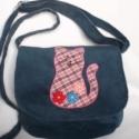 Cicás válltáska, Baba-mama-gyerek, Táska, Válltáska, oldaltáska, Kordbársonyból készült táska igazi kis hölgyeknek. Bélése színes vászon, egy kis zsebbe. Mérete: 19x..., Meska