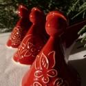 3 darabos angyalka - karácsonyfadísz (Magyaros-piros), Dekoráció, Ünnepi dekoráció, Karácsonyi, adventi apróságok, Karácsonyfadísz, Kerámia, Ezek az angyalkák mázazás után piros színt kaptak  - mindhárom egyedi készítésű. Hátul a nyakuk mög..., Meska