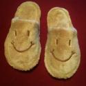 Pihe-puha, vidám, meleg, hímzett szobapapucs téli estékre, , Ruha, divat, cipő, Cipő, papucs, Hímzés, Varrás,  Kívül belül POLAR-SOFT anyagból készült meleg puha papucs, 3 mm-s szivacs és kierősítő közbéléssel..., Meska