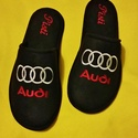Személyes ajándék Férfiaknak Audi logóval hímezve, névre szólóan., Ruha, divat, cipő, Férfiaknak, Cipő, papucs, Varrás, Hímzés, Lakásban hordható szivacsos plüss és fekete nubuk hatású szövetből  készített szoba papucs. A járó ..., Meska