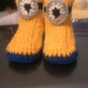 Minyon hatású mamusz, Ruha, divat, cipő, Cipő, papucs, Horgolás, A népszerű minyon figurák ihlették e horgolt mamuszt! Talpa kék, szára és eleje sárga, és még szeme..., Meska