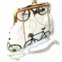 Biciklis csatos kistáska, Táska, Válltáska, oldaltáska, Varrás, Nagyon szép, vintage hangulatú bicikli mintás anyagból született ez a kistáska.  Fémkerettel záródik..., Meska