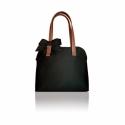 Klasszikus fekete táska masnival , Táska, Válltáska, oldaltáska, Bőrművesség, Varrás, A klasszikus forma sohasem megy ki a divatból. Eleganciát visz a hétköznapokba.   Mérete:   27 cm- ..., Meska