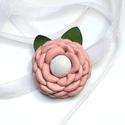 VÉGKIÁRUSÍTÁS: -50% Púder Peónia -virág valódi bőrből, Ékszer, óra, Esküvő, Nyaklánc, Hajdísz, ruhadísz, Bőrművesség, Ékszerkészítés, Egy elegáns, és nőies halvány rózsaszín virág, fehér középpel zöld levélkékkel,sok sok apró sziromm..., Meska