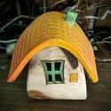 Íves tetős mécsesház - narancs tetővel, Otthon, lakberendezés, Dekoráció, Gyertya, mécses, gyertyatartó, Ünnepi dekoráció, Kerámia, Mesefalu hangulatát idéző mécsesház. Lehet kockás, lehet romantikusabb, növényi motívumokkal díszít..., Meska