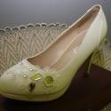 Menyasszonyi platform cipő,egyedi díszítéssel,krém 39-es, Esküvő, Ruha, divat, cipő, Cipő, cipőklipsz, Cipő, papucs, Gyöngyfűzés, Varrás, Platformos menyasszonyi cipő,csipke,gyöngy és kristály díszítéssel. Nagyon különleges,garantáltan e..., Meska